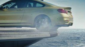 Insano demais! BMW M4 com 431cv fazendo drift num Porta-Aviões