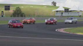 Honda CIVIC SI: Rubens Barrichello pisa fundo em todas as Lendárias Gerações do Mito (com Direito a Corrida entre eles)