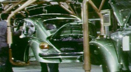 VW Fusca: Veja imagens (impressionantes) da Linha de Montagem desse clássico