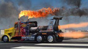Insano! Um Caminhão-Foguete com Mais de 60.000 cv Cospe Fogo em uma Arrancada