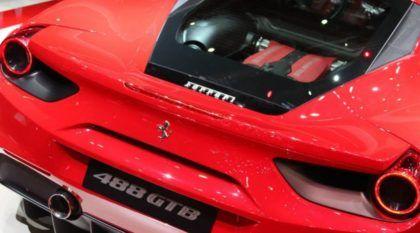 Atenção: Nova Ferrari na Área. Veja a 488 GTB com seu Motor V8 em ação!