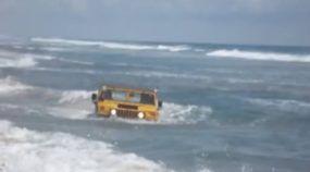 Hummer, depois de deixar o Deserto, agora surfa no Mar!