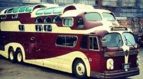 Raridade Impressionante: Um Ônibus com Três Pisos! Um Verdadeiro Clássico do Estilo Americano!