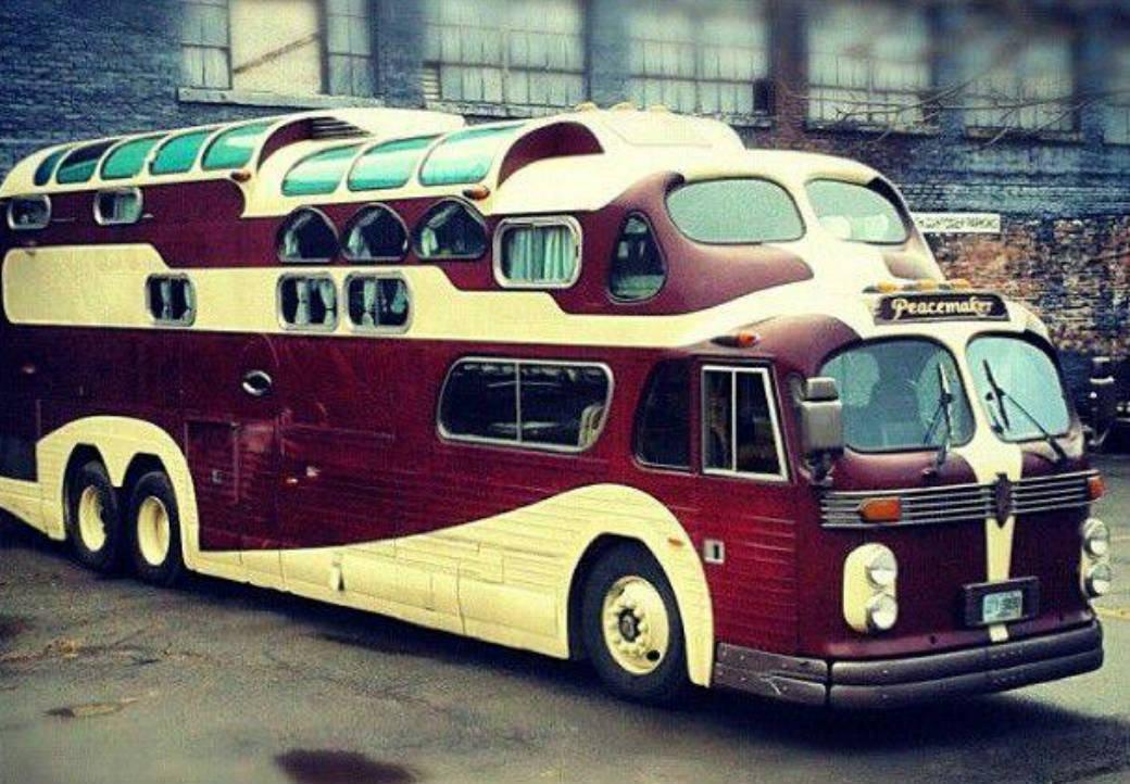 ônibus de três andares