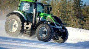 O novo Recorde do Trator Mais Rápido do Mundo (andando na Neve nas mãos de um Piloto Lendário do Rally)!