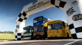 Na Inglaterra, o Top Gear levou diversos modelos de ônibus para o circuito para uma corrida extremamente espetacular. Você não vai acreditar porque é impressionante demais! Veja!
