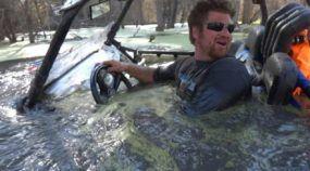 Insanidade Extrema: Você Precisa ver este Veículo Mergulhando (Profundamente) em Águas Perigosas!