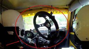 Mito! Ele estava Pilotando quando o Volante do seu Carro Caiu (o que acontece em seguida impressiona qualquer um)!