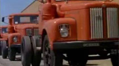 """Espetáculo Histórico! O Rei da Estrada, Scania 111 (o """"Jacaré""""), na linha de Produção e nas Mãos dos Caminhoneiros do Passado!"""