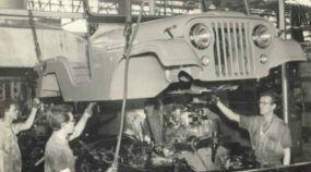 Isto é Histórico! Imagens Raríssimas da Linha de Montagem do Jeep Willys no Brasil nos anos 50