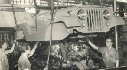 Isto é Histórico! Imagens Raríssimas da Linha de Montagem do Jeep Willys no Brasil!