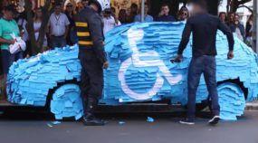 Esse cara estacionou, indevidamente, numa vaga para deficientes. Veja o merecido (e divertido) castigo que ele recebeu!
