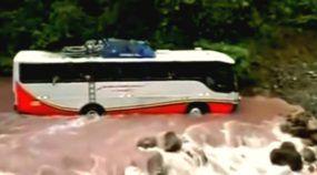 Os 20 melhores vídeos de Ônibus no off-road (tem muita lama, rios, cachoeiras, pedras, precipícios e até drifting)!