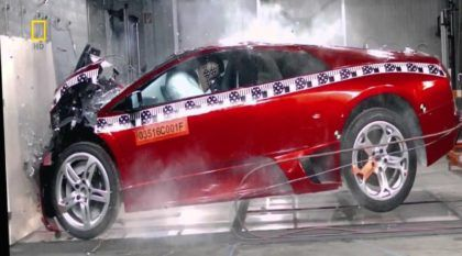 Que dó! Cenas incríveis de Crash Tests com supercarros (Lamborghini, Land Rover, Pagani e muito mais)