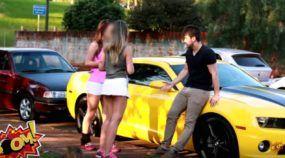 """Descubra as surpresas quando um Cara (com """"seu"""" Camaro Amarelo) tenta atrair garotas! É impressionante!"""