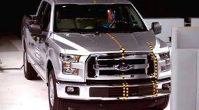 Momento tenso: Ford F-150 vai (muito) mal em polêmico teste de colisão! As imagens são impressionantes!