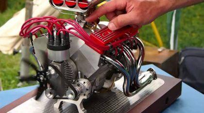 Obra-prima! Este mini-motor V8 Chevrolet funciona de verdade (e tem um ronco espetacular)!