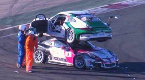 Que posição é essa? Acidente bizarro deixa esses dois Porsches em situação (bem) curiosa!