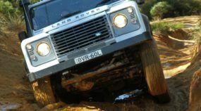 Land Rover: 5 vídeos top mostram porque os jipes da marca viraram lendas do off-road!