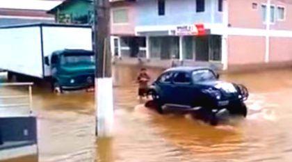 O dia em que um Fusca resgatou um caminhão Mercedes-Benz na enchente em Santa Catarina!