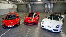 Finalmente o desafio do século: Ferrari LaFerrari x Porsche 918 x McLaren P1! Qual é o mais rápido na pista?