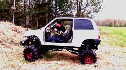 É assim que um pequeno carro se transforma num (bravo) off-road! Vídeo mostra essa insanidade!