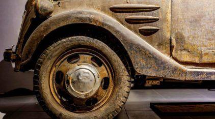 O único sobrevivente (encontrado)! Atenção porque este é o Toyota mais antigo do mundo!