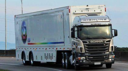 Vídeo flagra caminhões Scania (da Rede Globo) rodando a mais de 100 km/h na estrada!