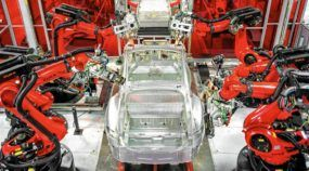 Top! 3 vídeos mostram a fábrica da Tesla Motors em detalhes (repare na quantidade de robôs)