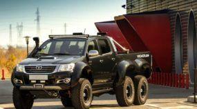 Absolutamente intimidadora! Conheça (em vídeo) a Toyota Hilux 6x6 preparada por uma empresa especializada!