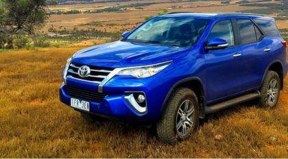 Vídeos revelam detalhes e avaliação da Nova Toyota Hilux SW4 (Ela ficou bem diferente da Picape)!