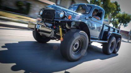 Um monstro das antigas! Veja só essa impressionante caminhonete Dodge 1942 6×6!