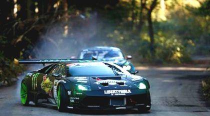 A mais épica Batalha no drifting: Lamborghini V12 x Mustang V8, nas mãos de dois MITOS (e nas montanhas japonesas)!