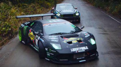 Batalha épica no drifting: Lamborghini V12 x Mustang V8 (nas mãos de dois MITOS e nas montanhas japonesas)