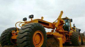 Um verdadeiro Monstro! Essa é a maior motoniveladora da Caterpillar, preparada (e adaptada) por engenheiros!