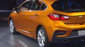 Lançamento: Chevrolet revela o novo Cruze Hatch (com traseira que divide opiniões)! Veja nos vídeos!