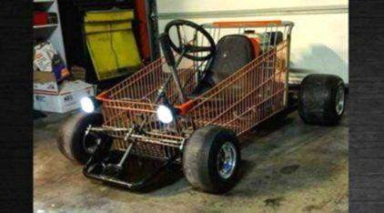 """Insano! Isso é o que acontece quando malucos misturam Karts com """"Carrinhos de Supermercado""""!"""