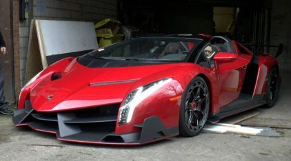 Essa é sua chance (raríssima) de ver de perto um Lamborghini Veneno, o hipercarro que parece de outro mundo!