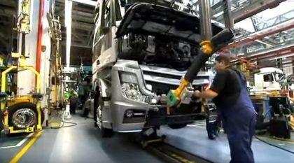 Vídeo TOP! Conheça a linha de montagem do caminhão Mercedes-Benz Actros!