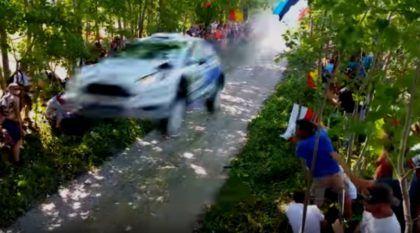 Espantoso! Veja o salto assustador desse Fiesta de Rally bem no meio da multidão!