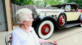 Incrível Recorde: essa Senhora dirigiu por mais de 96 anos! E seu Carro tinha 84 anos de uso!