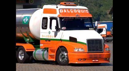"""Vídeo Incrível! Caminhão Volvo chega a 2 milhões de km rodados (sem nunca """"fazer o motor"""")!"""