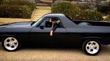 """Você vai se surpreender com o """"novo"""" carro da Lady Gaga! Conheça também outros SuperEsportivos dela!"""