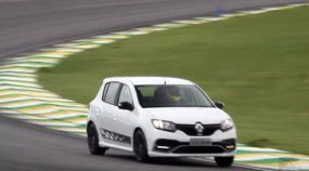 Renault Sandero RS encara Interlagos e desafia Golf TSI e Focus 2.0 PowerShift