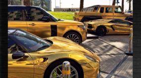 Playboy ostenta (sem limites) com sua Coleção de Supercarros Dourados!