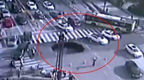Policial-Ninja prevê surgimento de cratera na rua (e consegue evitar uma tragédia)!