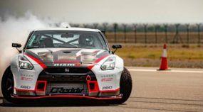 Espetacular! Nissan GT-R (com 1400cv) quebra recorde mundial de Drift a 305 km/h!