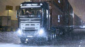Desafio Brutal nunca visto! Volvo FH16 puxando 750 toneladas (em 40 containers)!