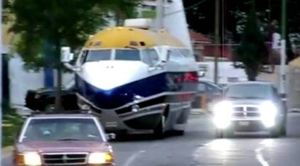 É um carro? É um avião? É uma limousine? Descubra a verdadeira nave sobre rodas!
