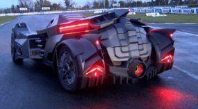 Um Lamborghini transformado em Batmóvel? Sente só o ronco estupendo do motor V10!